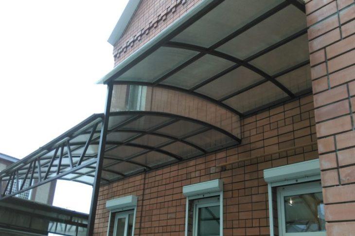 Двухъярусные навесы из поликарбоната: изготовление и монтаж