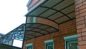 Арочный навес из поликарбоната над входом
