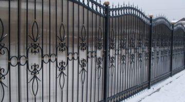 Кованые ограждения для дома, террас, балконов