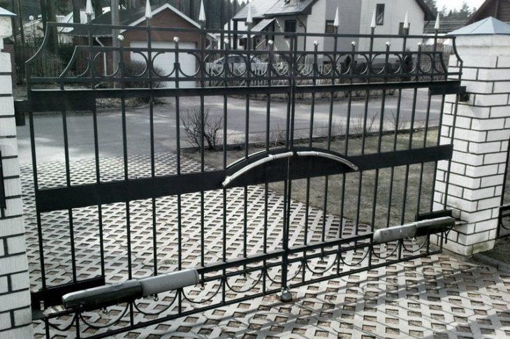 Распашные ворота: изготовление и установка в Волгограде
