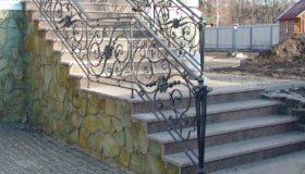 Кованое ограждение входной лестницы