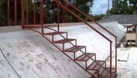 Металлическая лестница-переход