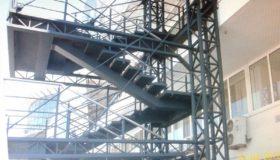 Промышленная металлическая лестница