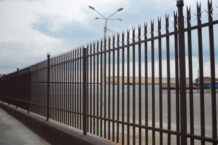 Металлические заборы в Волгограде: изготовление и установка
