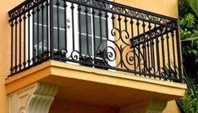 Узорное металлическое ограждение балкона
