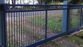 Откатные ворота на въезде на базу отдыха