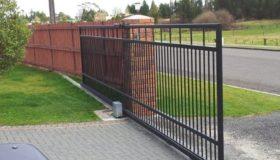 Откатные ворота на выезде с территории организации