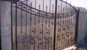 Распашные ворота (частный дом)