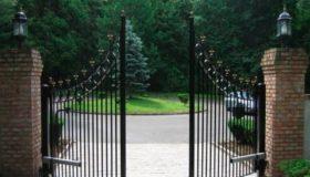 Распашные ворота (вход в парк)