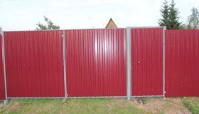 Забор из профлиста на даче