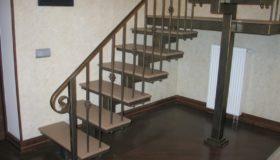 Металлическая лестница для помещения (Вар.1)
