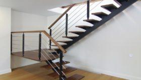 Металлическая лестница для помещения (Вар.7)